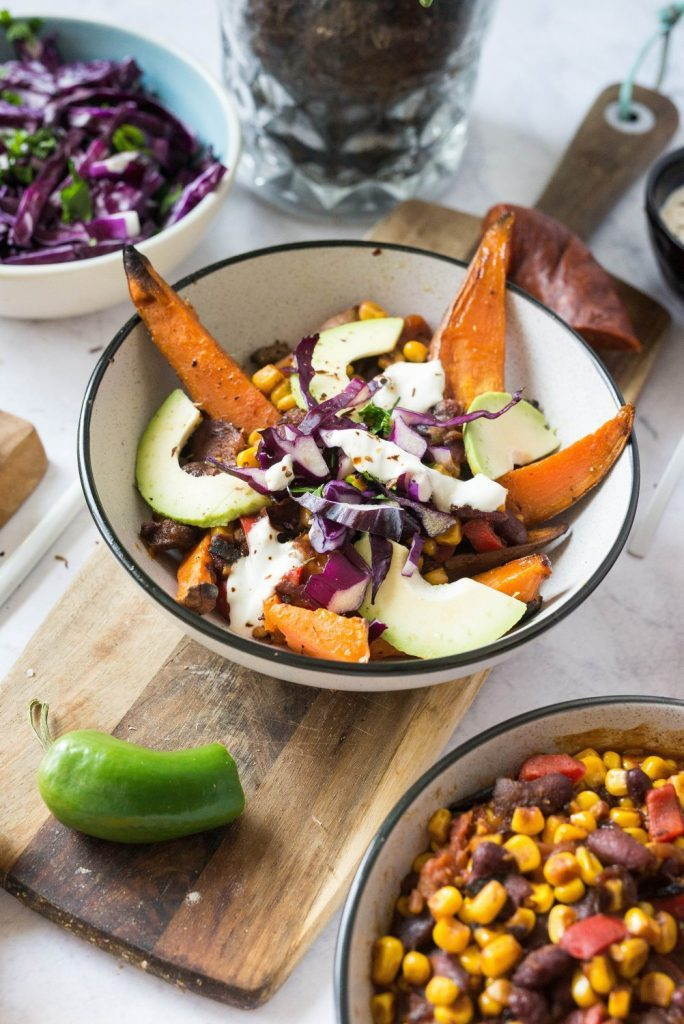 Chili meksykańskie z frytkami z batatów idealne na szarówkę