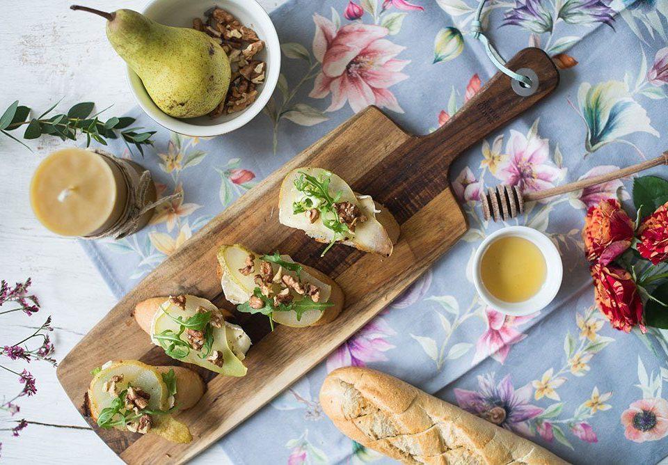 Grzanki z gruszką z serem pleśniowym i orzechami 5