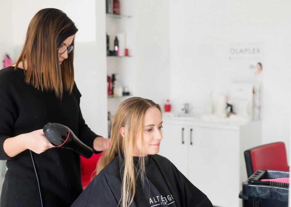 Jak pielęgnować długie włosy Odżywianie pielęgnacja domowa i zabiegi profesjonalne które poprawią kondycje Twoich włosów 11