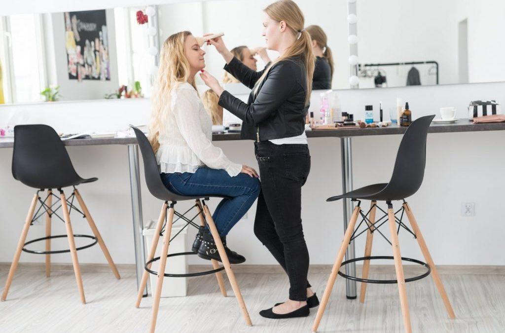 Jak rozpocząć przygodę z makijażem czyli indywidualna lekcja makijażu w Studio Wizażu Izabela Bórzyńska. 2