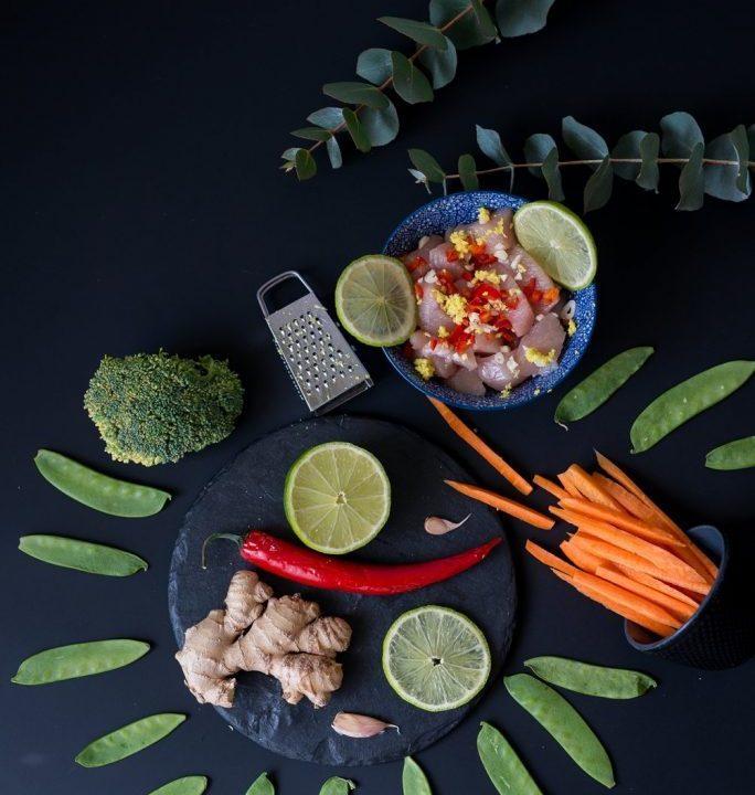 Kurczak smażony z warzywami i sezamem. Przepis z książki Jedz i bądź piękna 3
