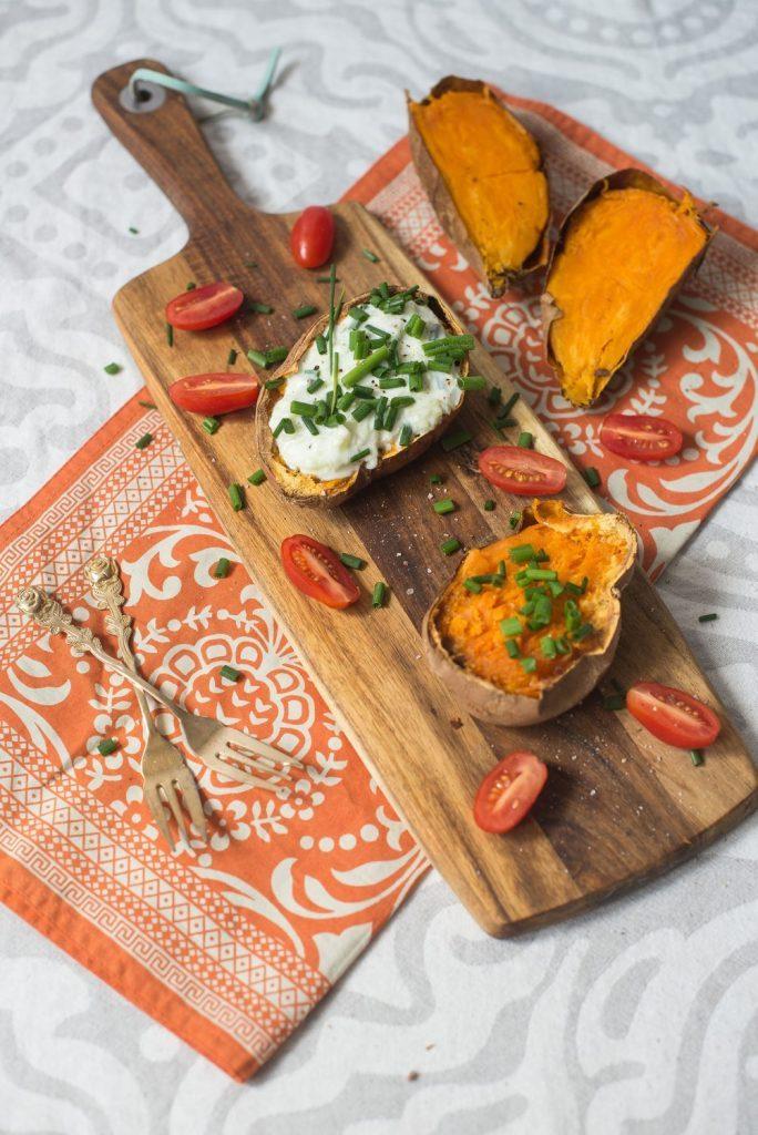 Pieczone bataty z sosem tzatziki