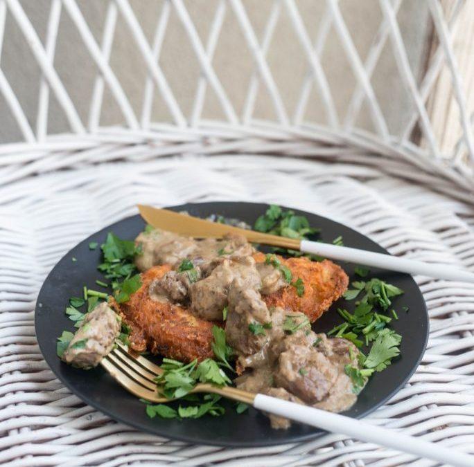 Placki ziemniaczane z sosem grzybowym i gulaszem wieprzowym Najlepszy sposób na rozpoczęcie sezonu na grzyby 4