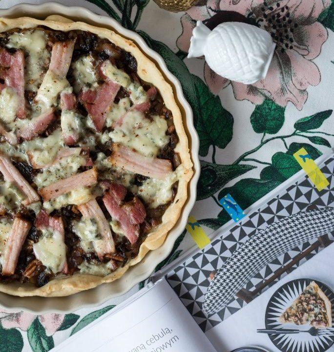 Tarta z karmelizowaną cebulą boczkiem i serem pleśniowym Przepis z książki Wysmakowane 6