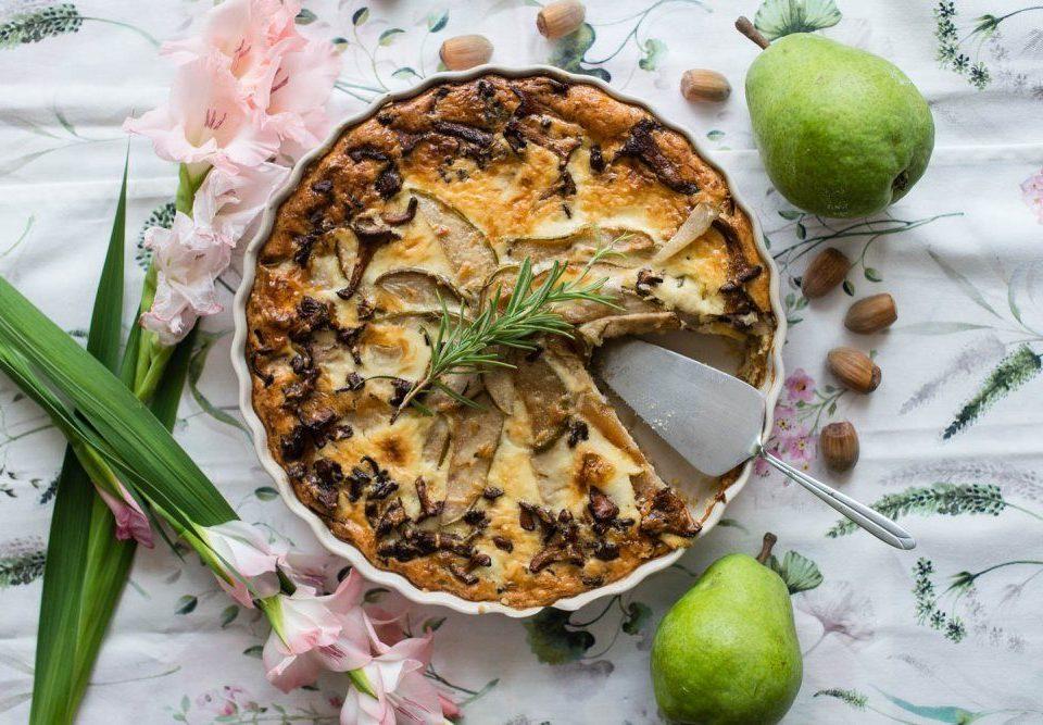 Tarta z karmelizowanymi gruszkami z kurkami i rozmarynem 3