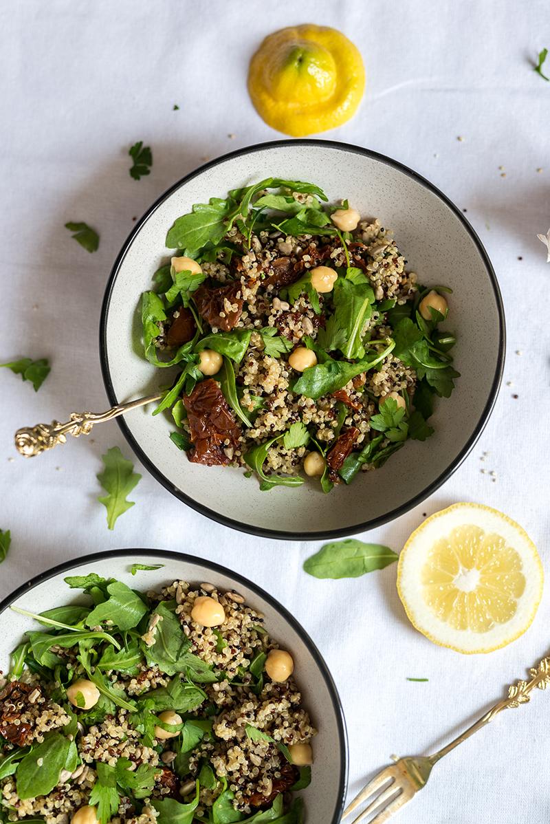 Kuchnia alergika - Sałatka z quinoa, ciecierzycą i rukolą