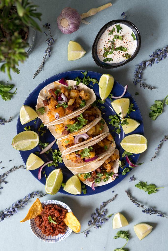 Imprezowe tortille z chorizo i ziemniakami