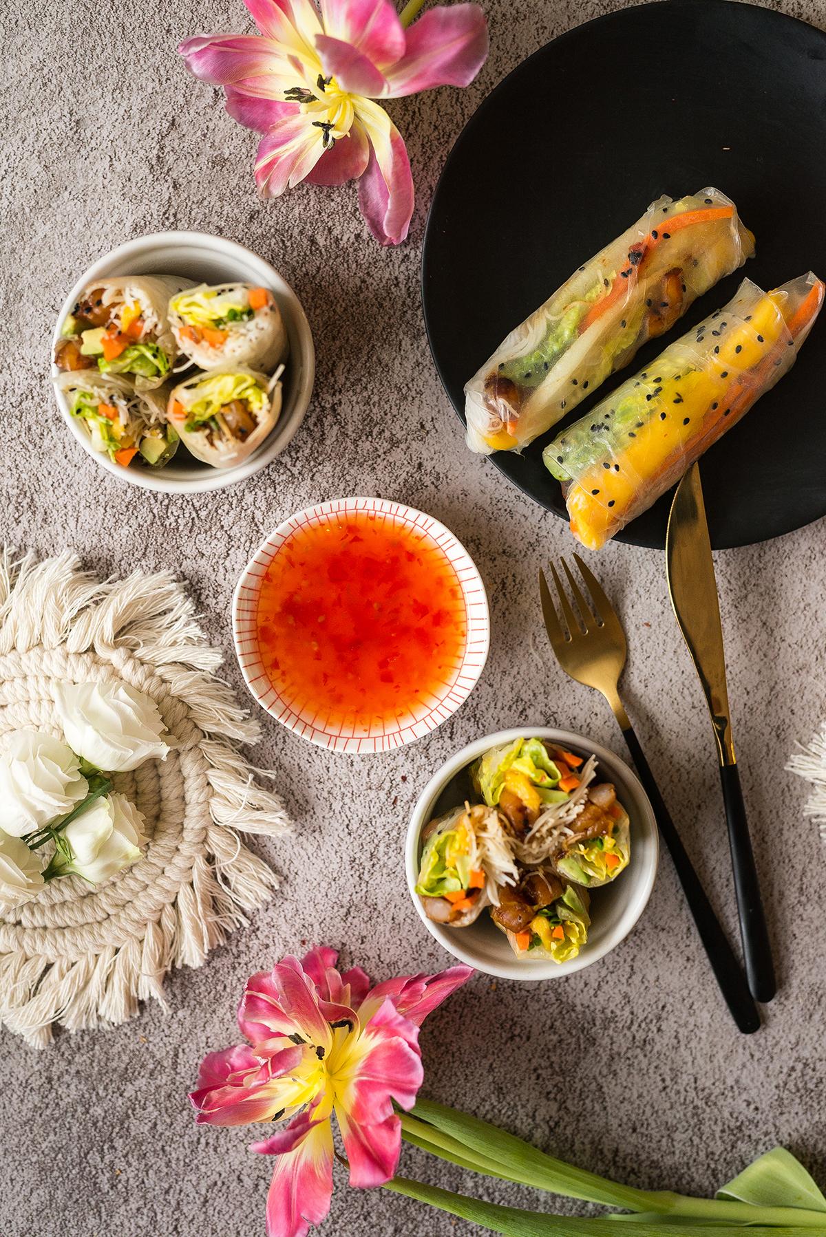 Spring Rolls z krewetkami, mango i awokado